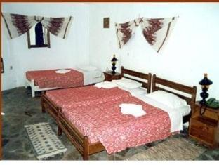 Triple Room (2 Adults + 1 Child)