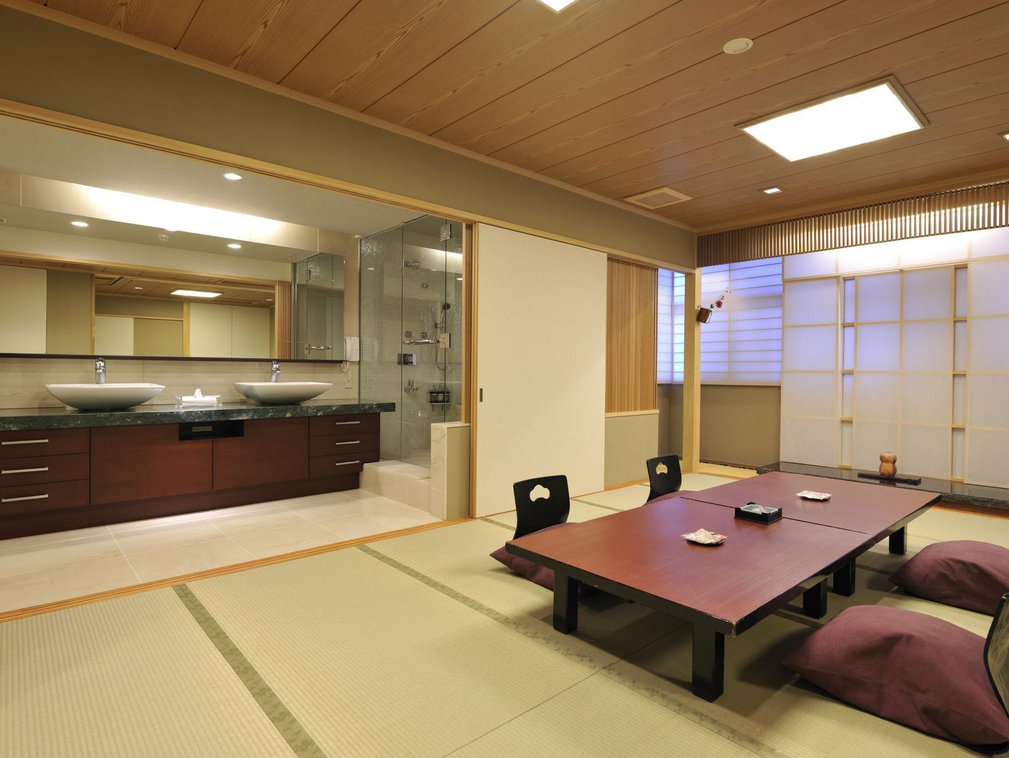Luxury Modern Japanese Style Family Room for 4 People with 2 Bathrooms