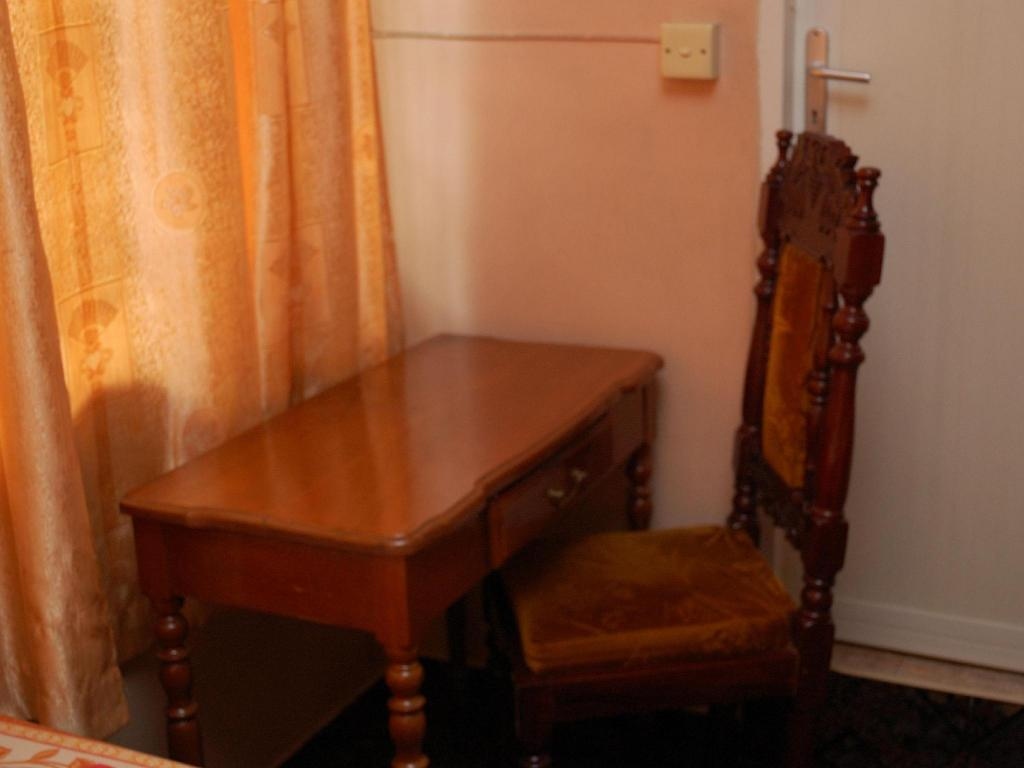 Standard Room - Desk Triveni Guest House