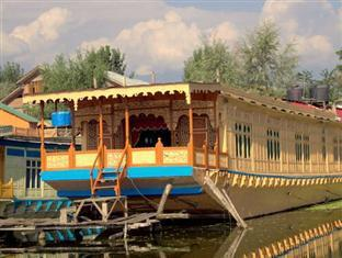 New Perfume Garden Group Of Houseboats
