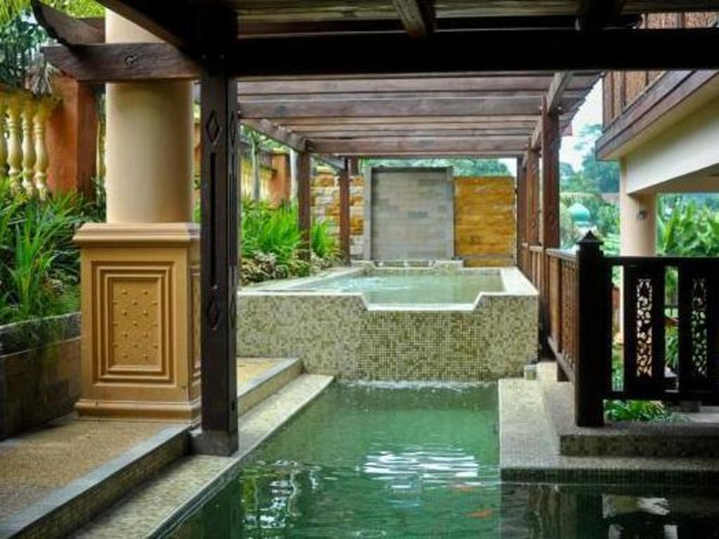 Swimming Pool Villa Warisan J A