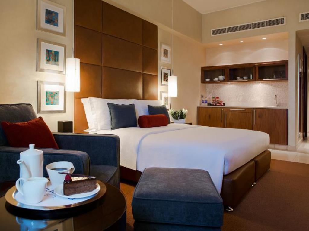 Classic King Room - Bedroom Al Manshar Rotana Hotel Kuwait