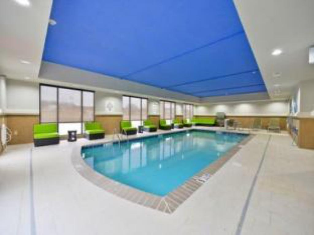 Swimming pool Holiday Inn Express Hotel and Suites Forrest City