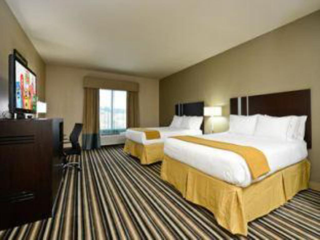 Two Queen Beds Non-Smoking - Guestroom Holiday Inn Express Hotel and Suites Forrest City