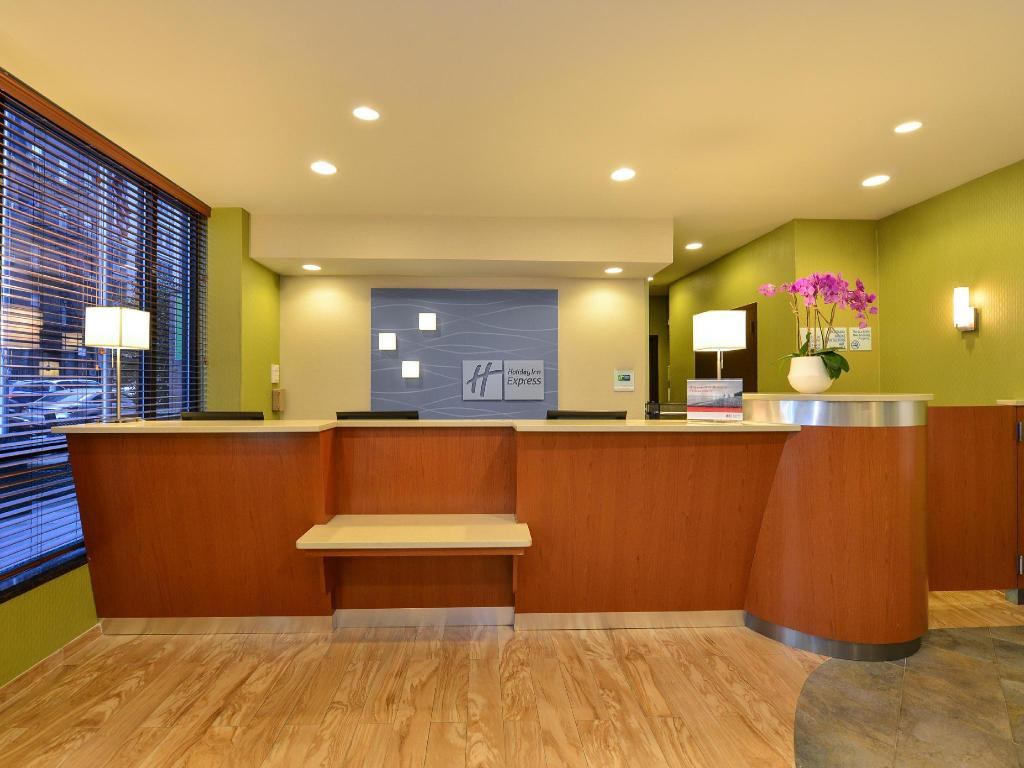 Лоби Holiday Inn Express Manhattan Midtown West