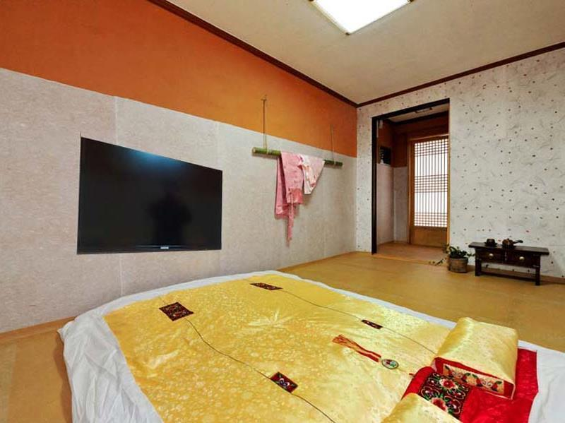 온돌 객실 (Korean Traditional Ondol Room)