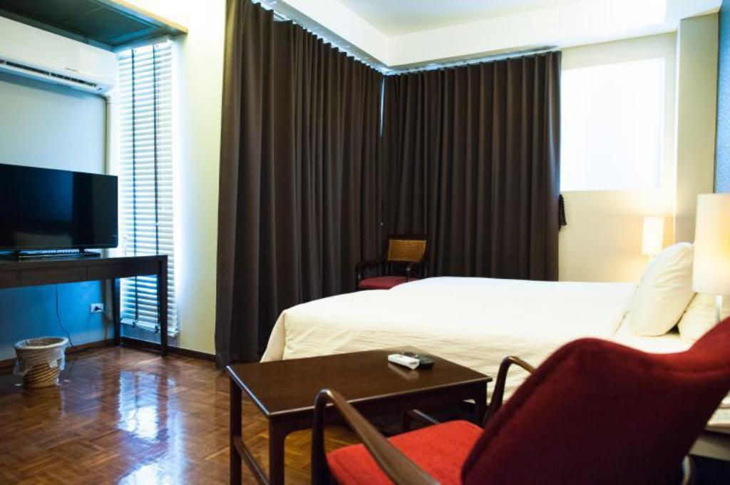 Superior King Bed Baan Silom Soi 3