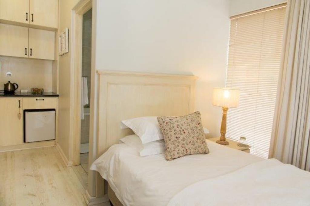 UNIT 2 - Bed Four Palms Accommodation