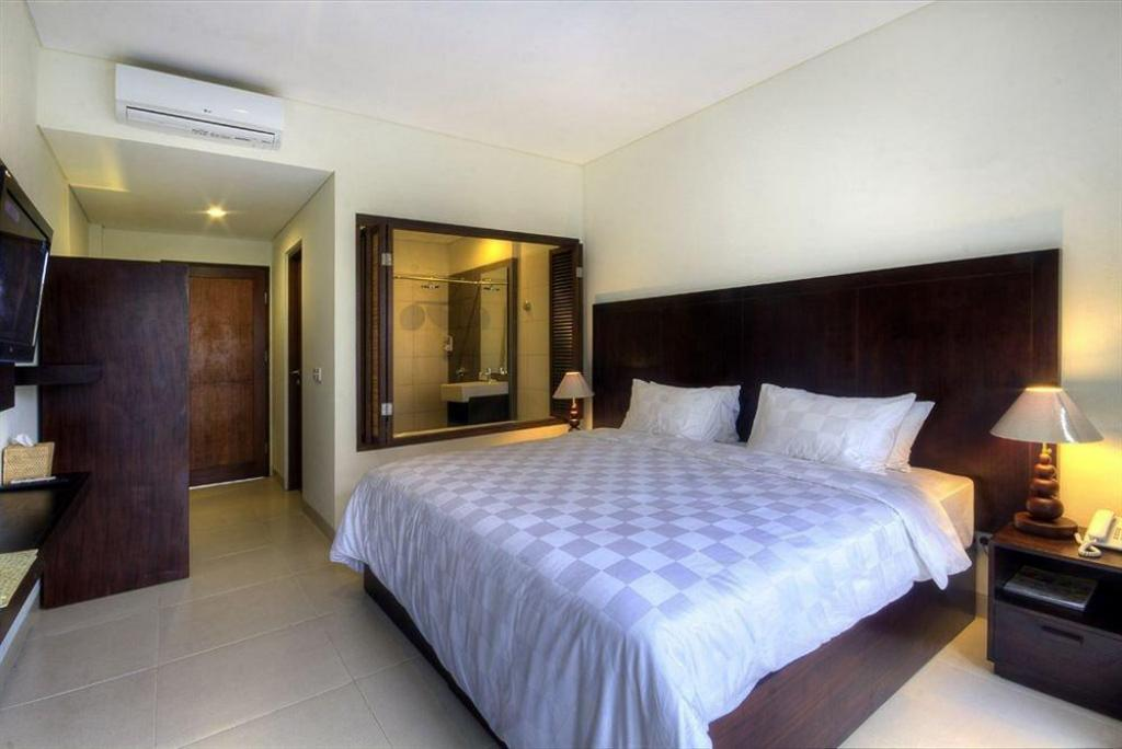 Deluxe Double Bed Pool Access Suris Boutique Hotel