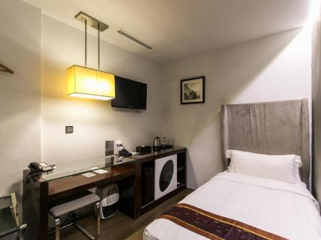 Standard Single without Window Bliss Hotel Singapore