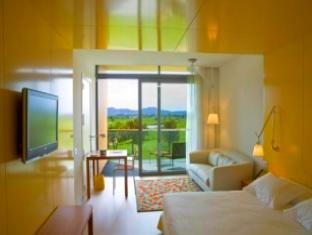 Twin Guest Room with View