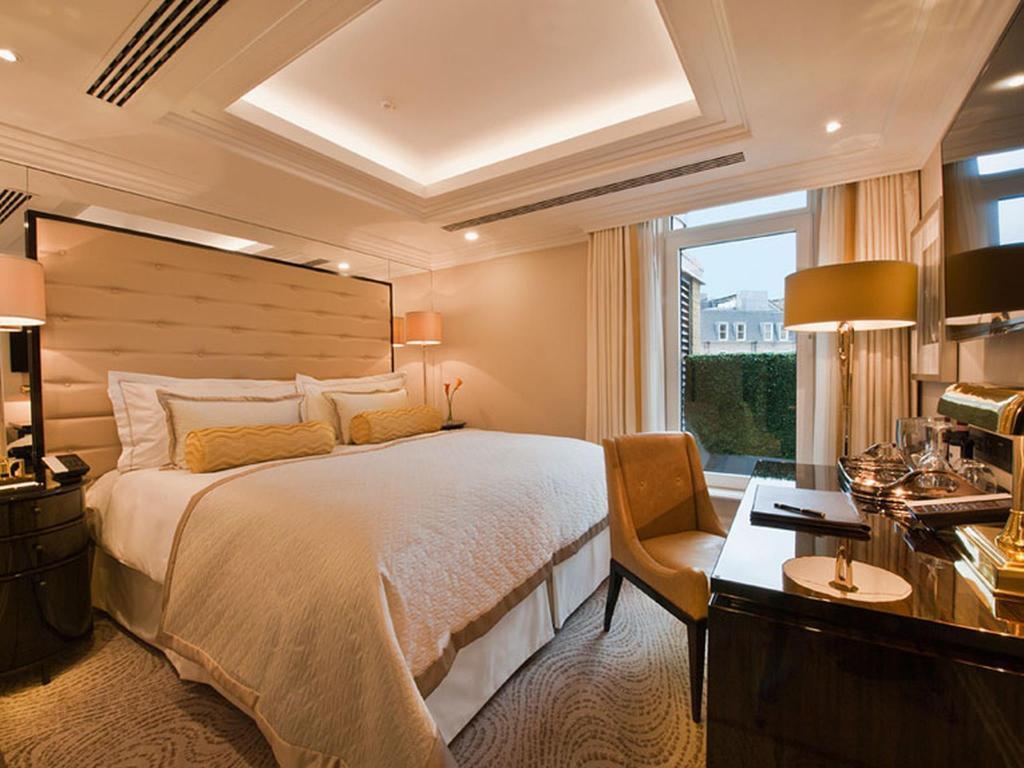 Deluxe King Guestroom The Wellesley Hotel