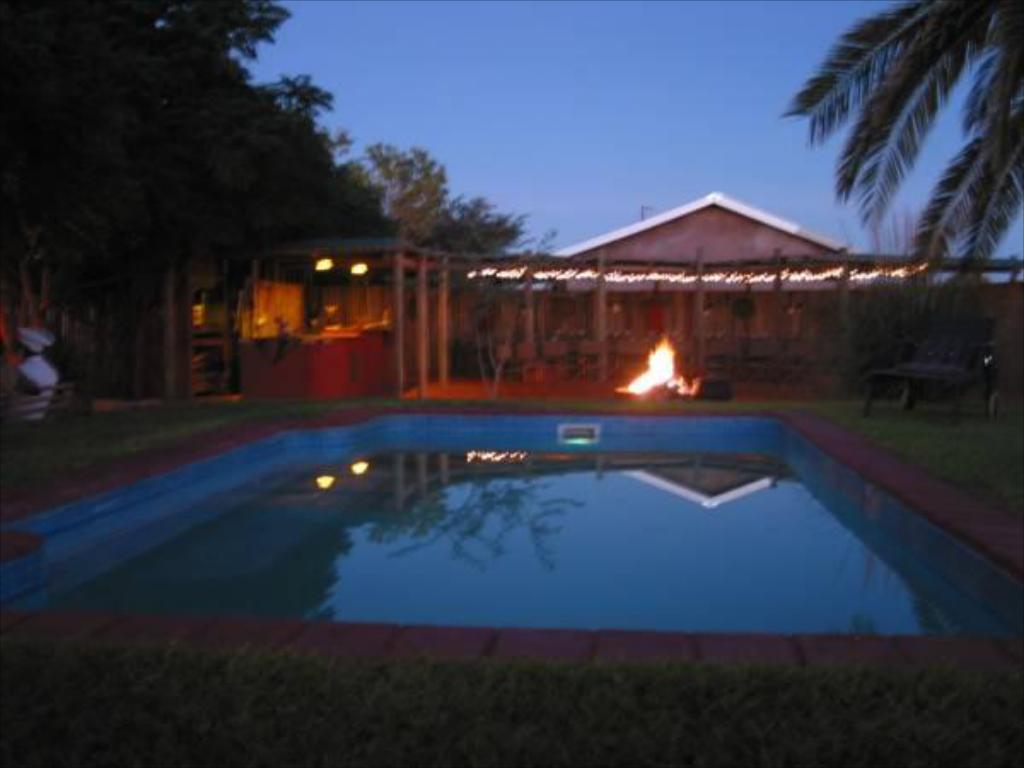 בריכת שחיה Bagatelle Kalahari Game Ranch Resort