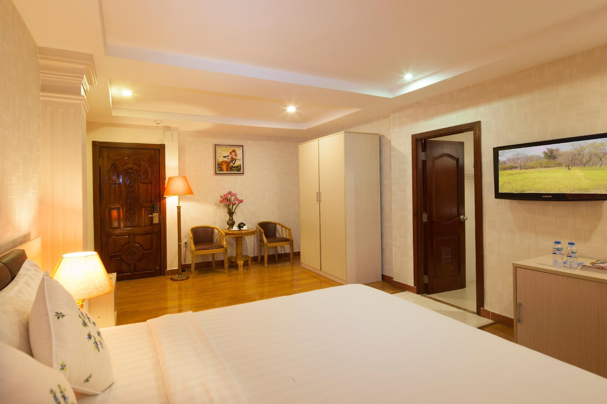 Premium Deluxe Double Room with Window - Rooftop Pool Access Included