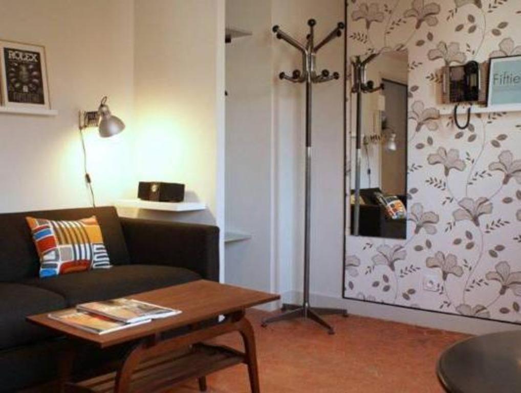 decoh rue dragon. Black Bedroom Furniture Sets. Home Design Ideas