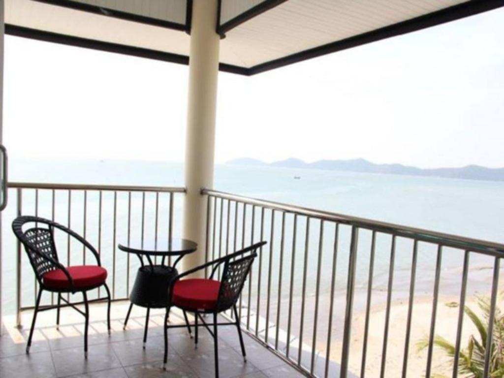 Balcony/terrace Baan Faa Talay Chan
