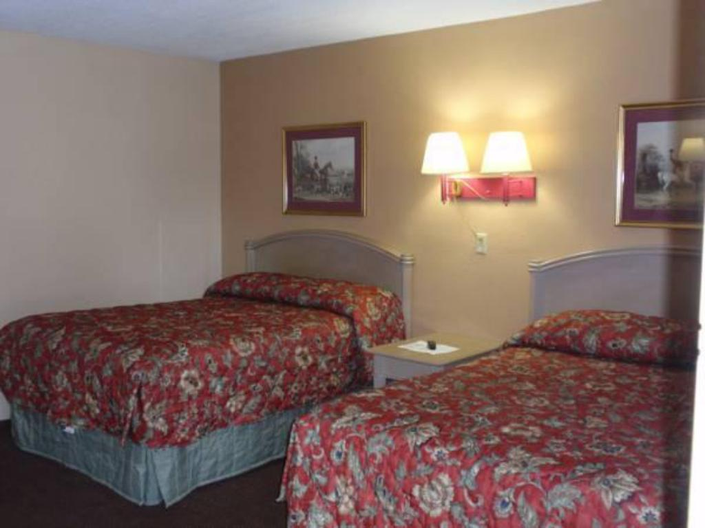 Double Room with Two Double Beds - Bed Heritage Inn Martinsburg
