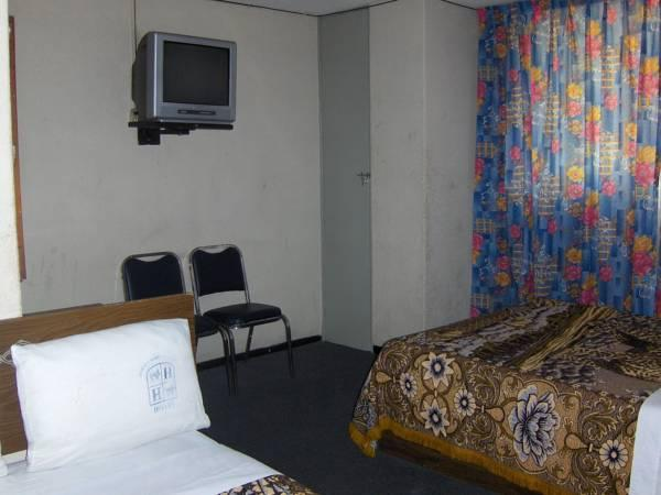 Двойна стая с 2 двойни легла (Double Room with Two Double Beds)