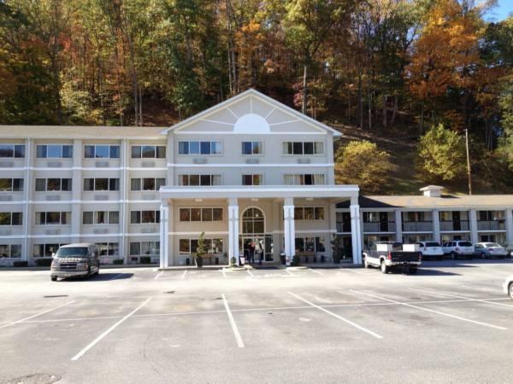 Cherokee Grand Hotel In Cherokee Nc Room Deals Photos Reviews
