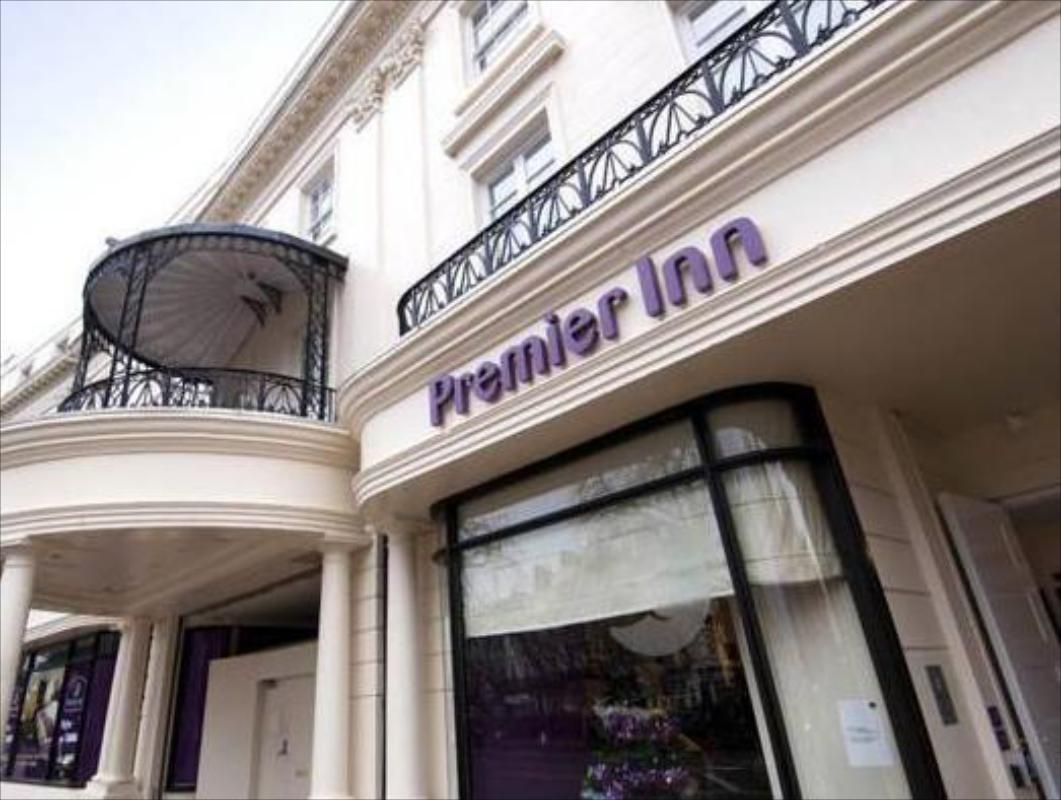 Best Price On Premier Inn Leamington Spa Town Centre In