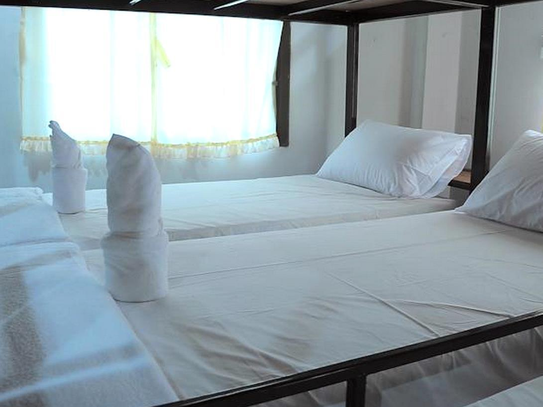 6 Single Bed in Dormitory Room