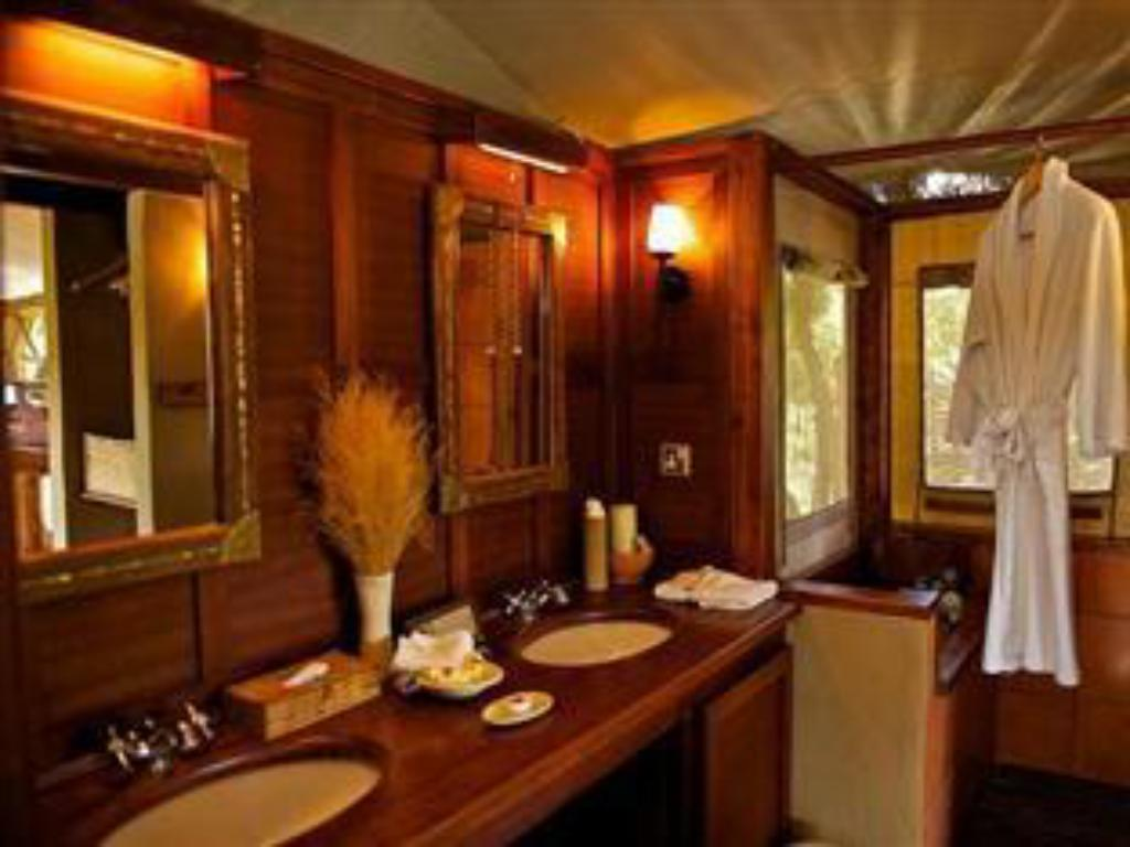 Baño Mara Explorer Luxury Tented Camp Hotel