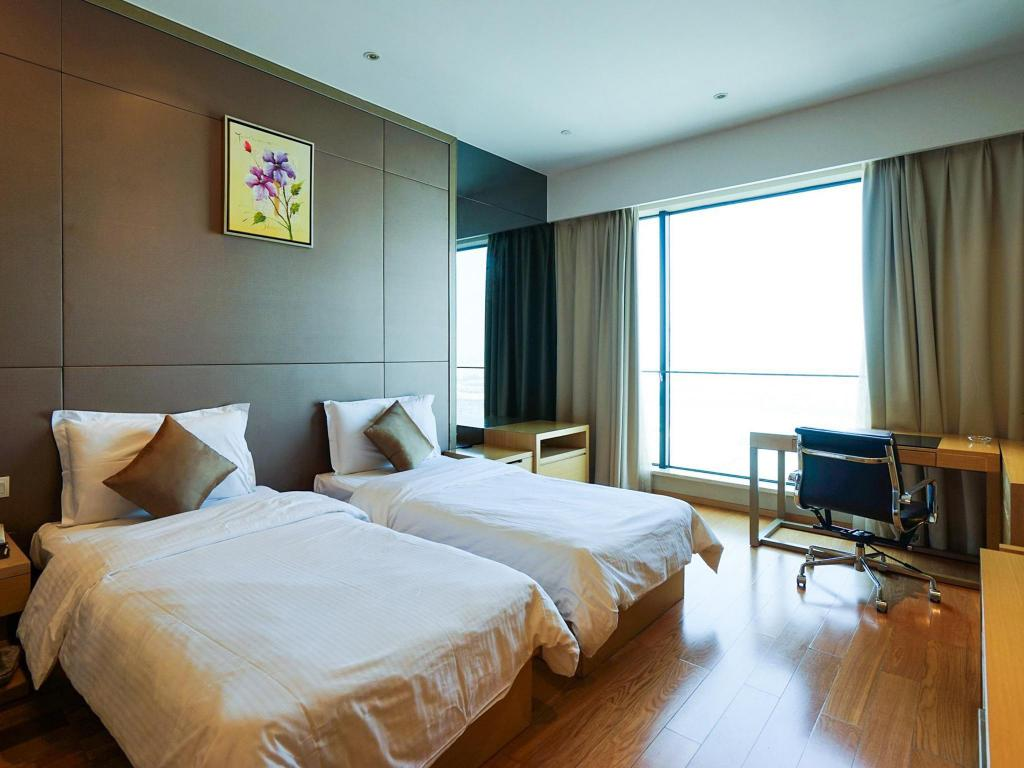 Superior Twin Bed - Guestroom YS Residence Poly World Trade Center Guangzhou