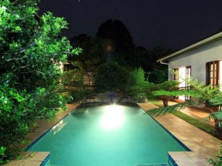 Kolam renang Rivendell Bed and Breakfast
