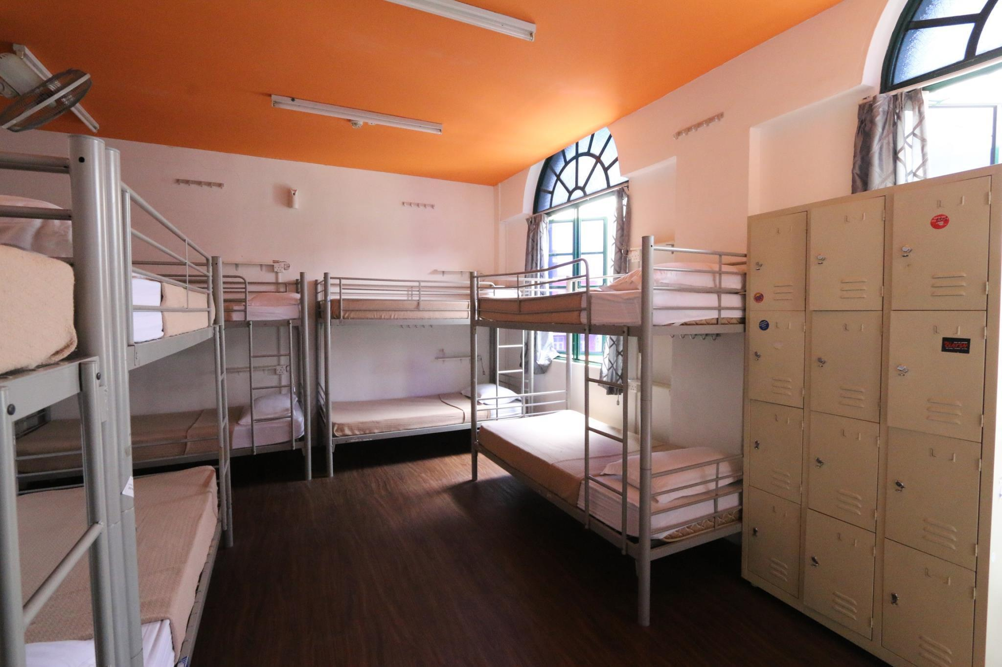 2 người trong phòng tập thể 12 giường – Nam & Nữ (2 People in 12-Bed Dormitory - Mixed)