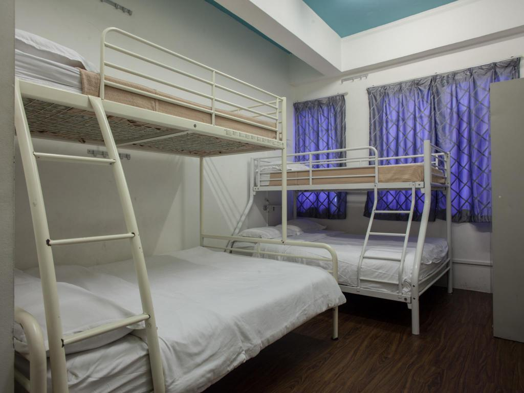 6 Pax Family Room (Price per room) Footprints Hostel (SG Clean Certified)