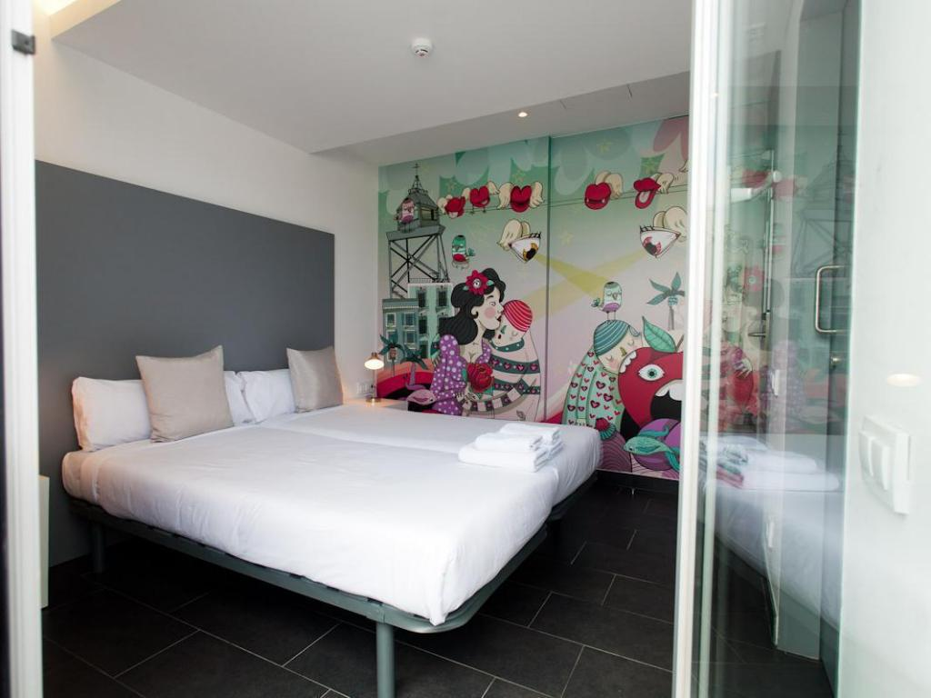 Twin Suite With Private Bathroom Hostel St Christophers Barcelona