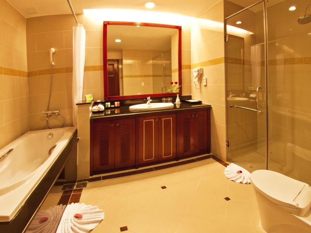 Bathroom Tan Son Nhat Saigon Hotel