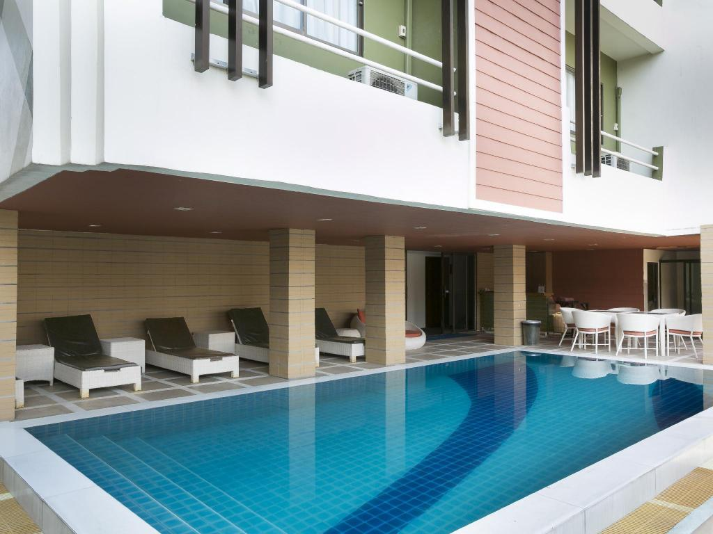 Swimming pool [outdoor] Bay Breeze Hotel Pattaya
