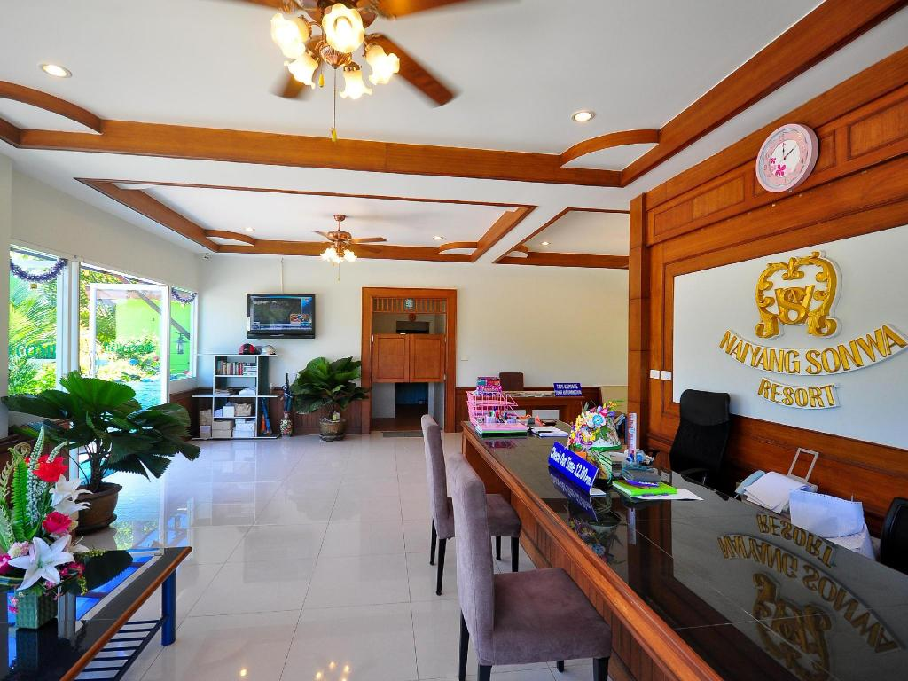 Лобби Phuket Airport Sonwa Resort