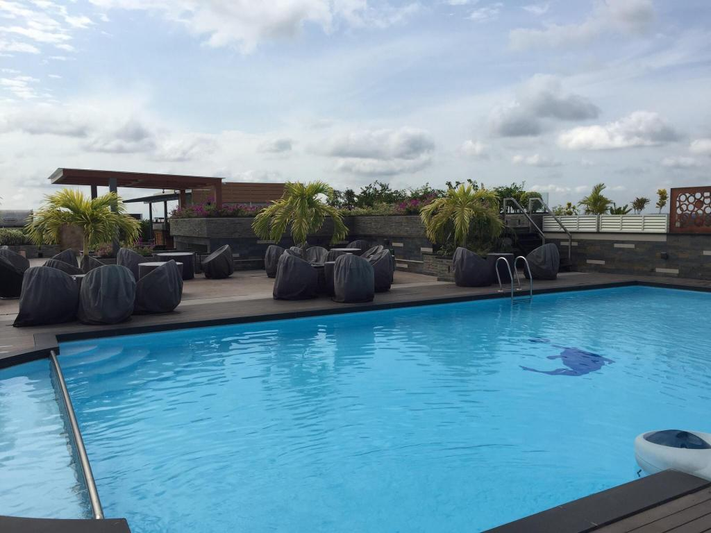 Swimming pool [outdoor] Hotel Airlink Castle