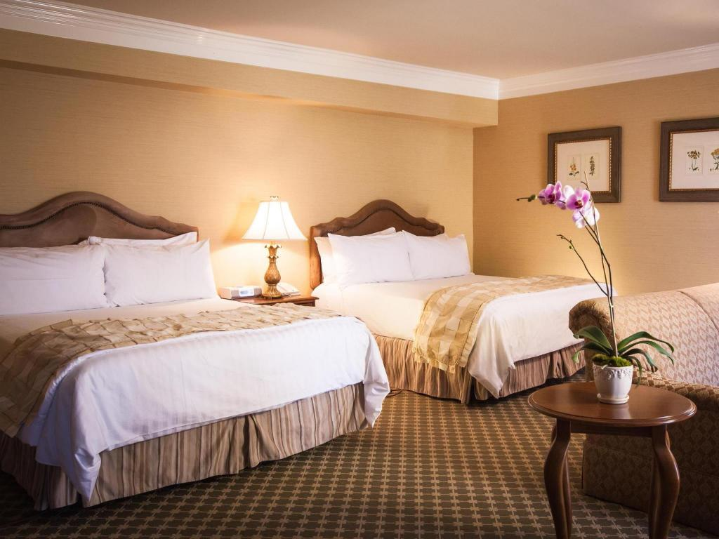 Deluxe King Suite Non Smoking Guestroom Best Western Plus Sunset Plaza Hotel