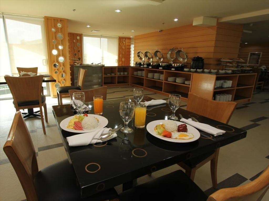 Restaurant City Suites Ramos Tower by Crown Regency