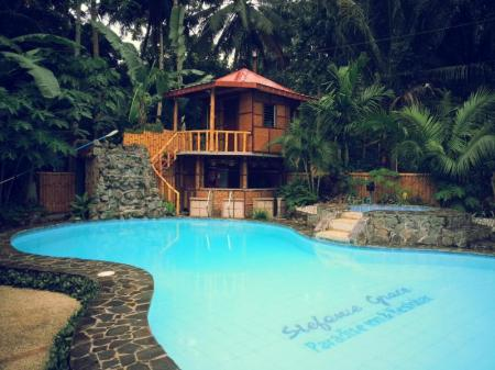 Swimming pool Stefanie Grace Paradise Inn and Resto Bar