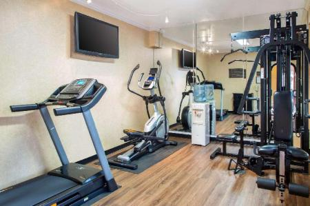 Fitness center Comfort Inn & Suites San Francisco Airport North