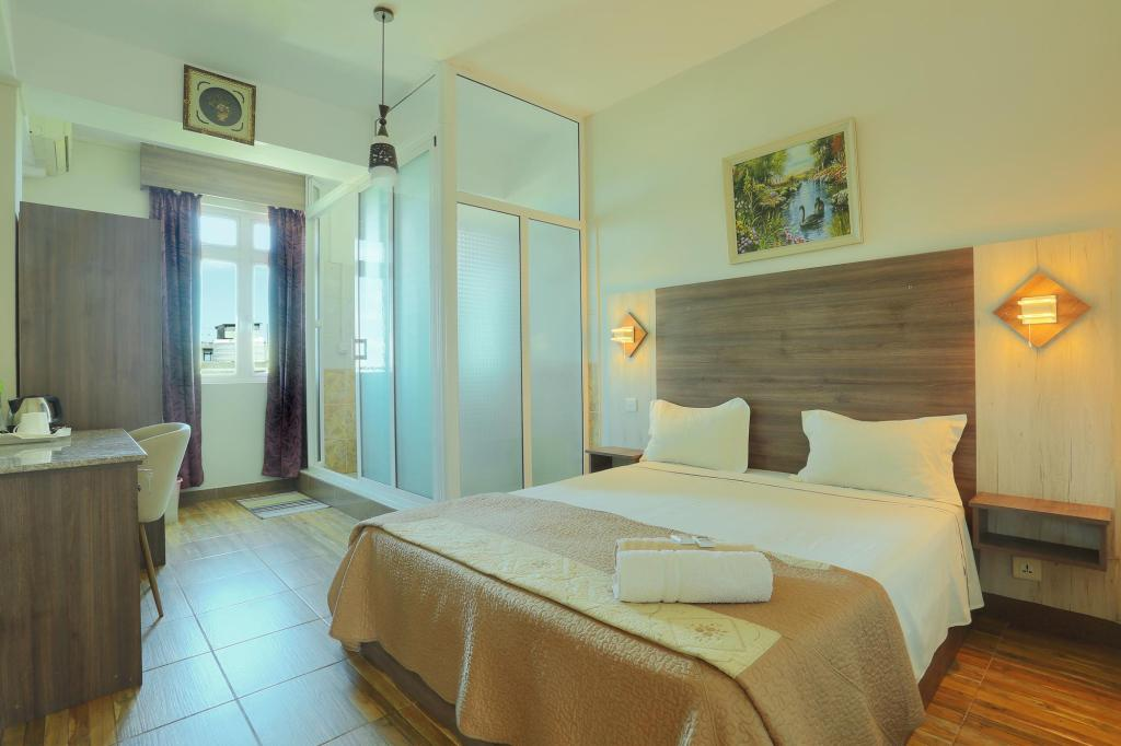 Standard Deluxe With Breakfast - Guestroom ONS Motel & Guest House