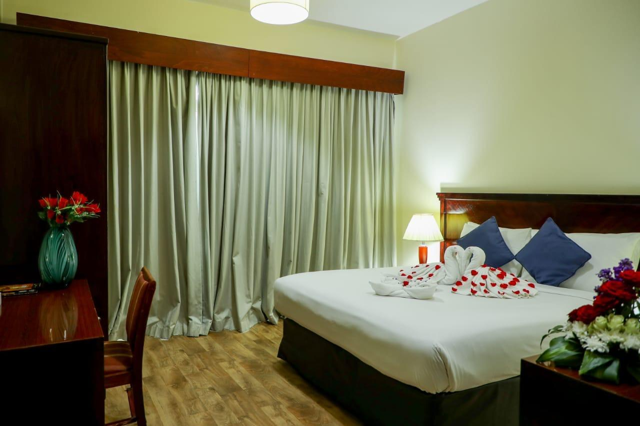 Deluxe Room with Balcony, Guest room, 1 King, Balcony