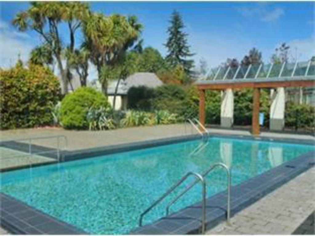 Best price on distinction te anau hotel villas in te - Swimming pool maintenance auckland ...