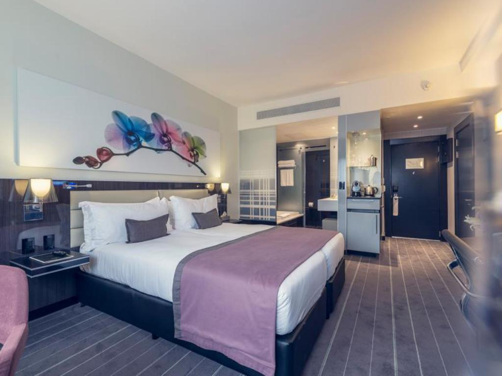 Luxury Twin Room With Shower Bed The Maslow Hotel Sandton