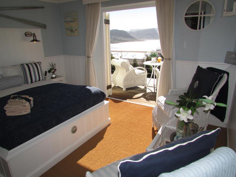 The Quarter Deck - Queen Bed with view