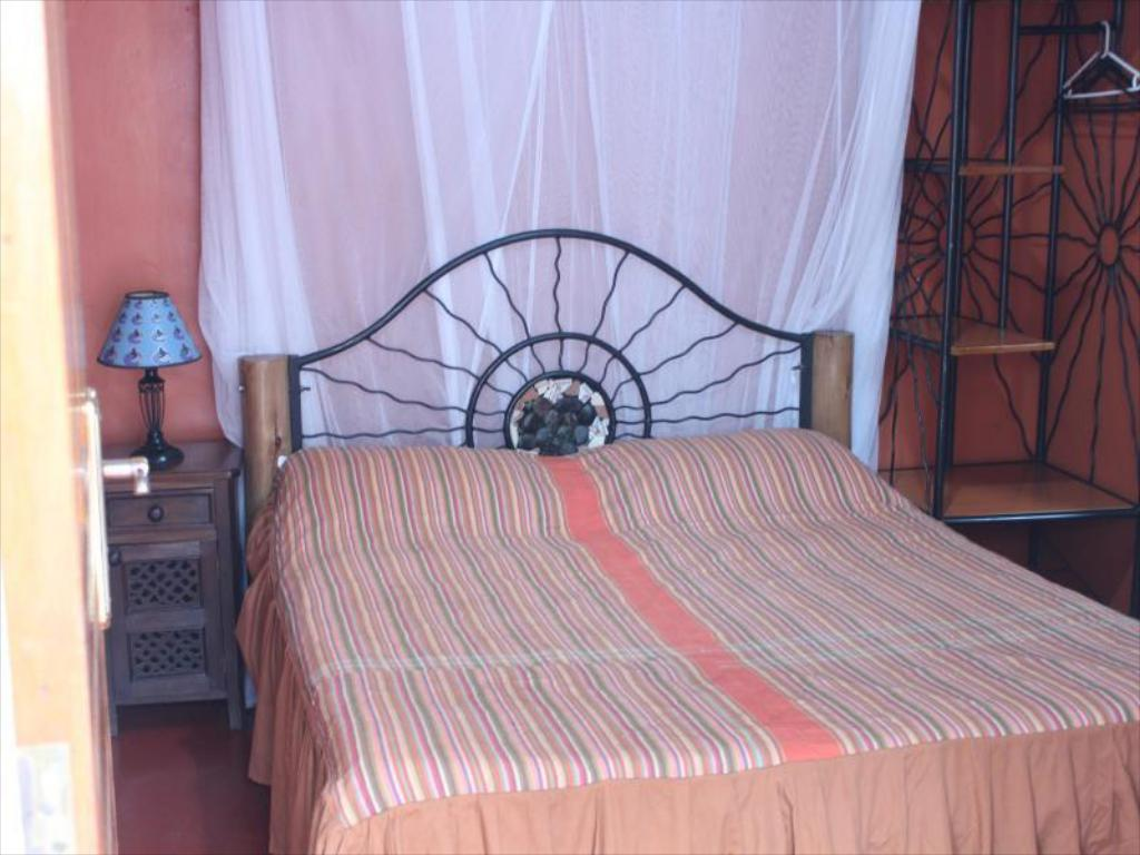 Standard Single - Bed Khweza Bed & Breakfast