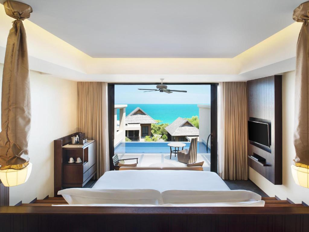Ocean Pool Suite with 1 King Bed - View