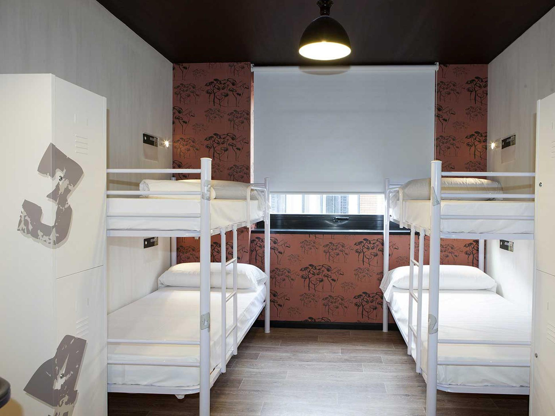1 Bed in 6-Bed Dormitory with Private Bathroom