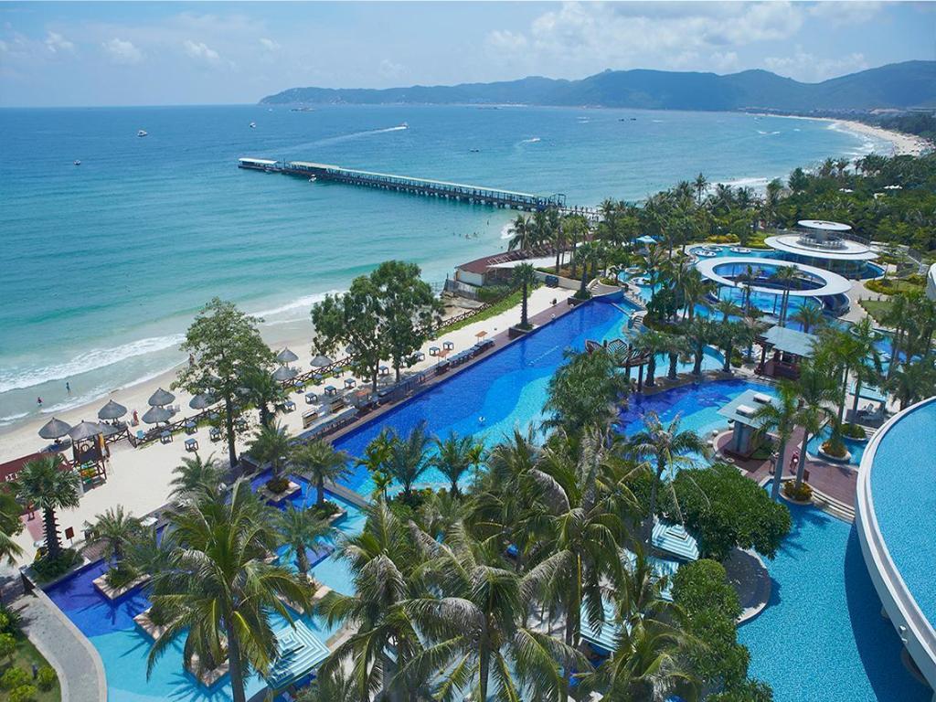 Holiday Inn Resort Sanya Yalong Bay in China - Room Deals ...   Sanya Holiday Inn Resort Logo