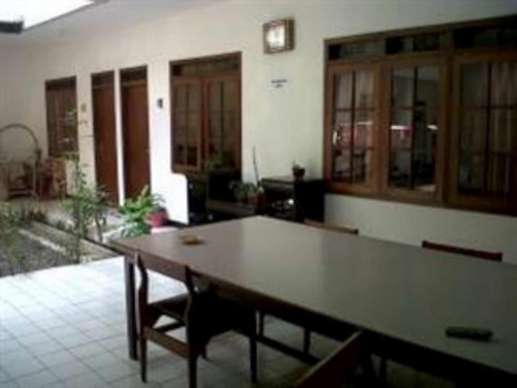 Best Price On Guest House Simpang Borobudur In Malang Reviews