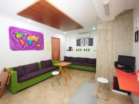Lobby MNL Boutique Hostel
